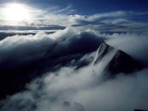 Montanha e céu